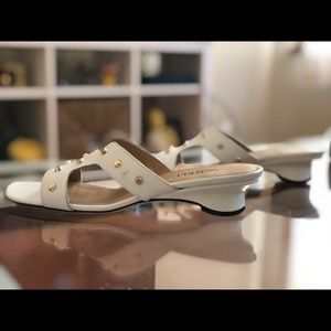 Vaneli Benson sandal white and gold